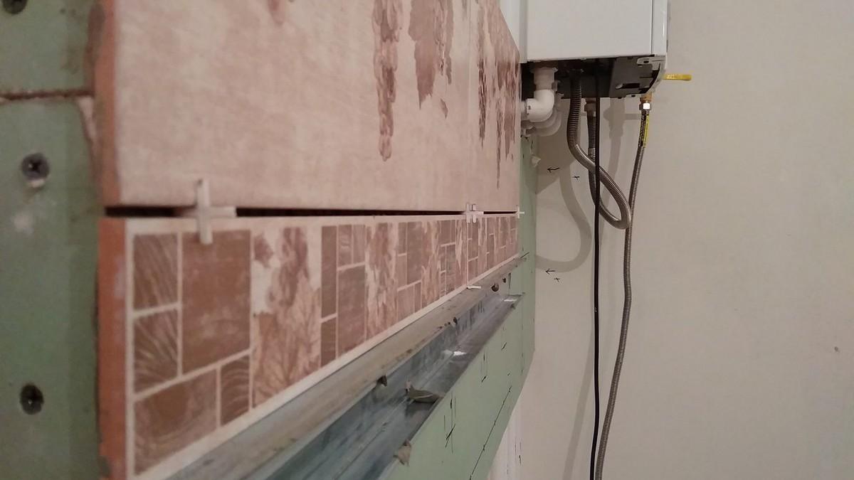Плитка уложенная на стену